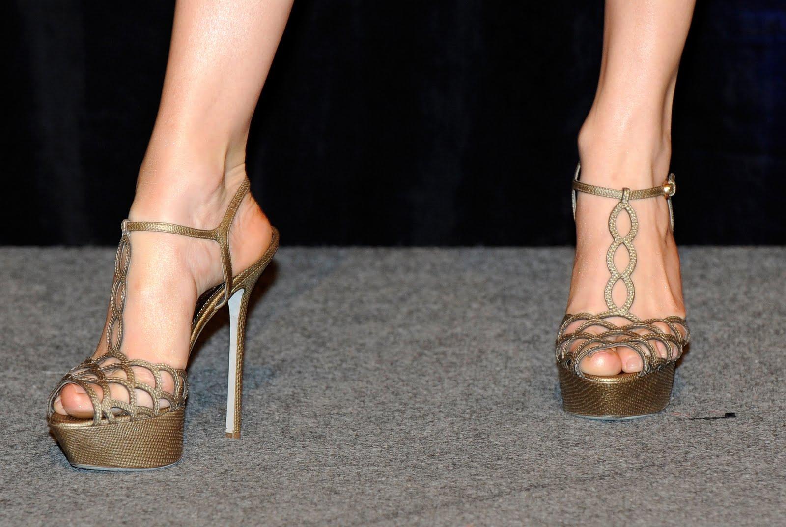 http://4.bp.blogspot.com/_bQ0SqifjNcg/S7Oh4iDshLI/AAAAAAAATEE/RGO1ygfbTks/s1600/jennifer-lopez-feet-5.jpg