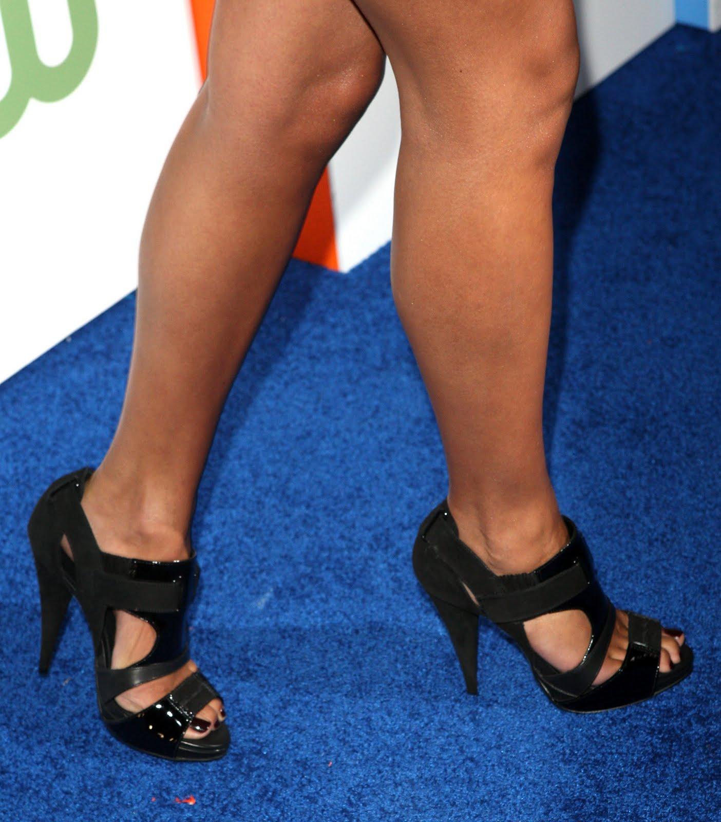 http://4.bp.blogspot.com/_bQ0SqifjNcg/S8ypcveby-I/AAAAAAAATng/L7X3csTHpgY/s1600/jessica-lucas-feet.jpg