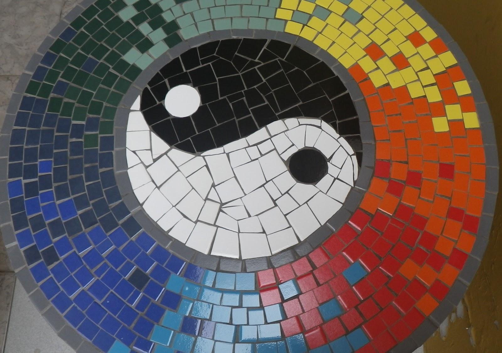 Trabalhos em mosaico mesa em mosaico yin e yang for El mural de mosaicos