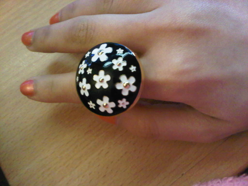 Marc Jacobs: Daisy Solid Perfume Ring. December 1, 2010, ponikuta, ...