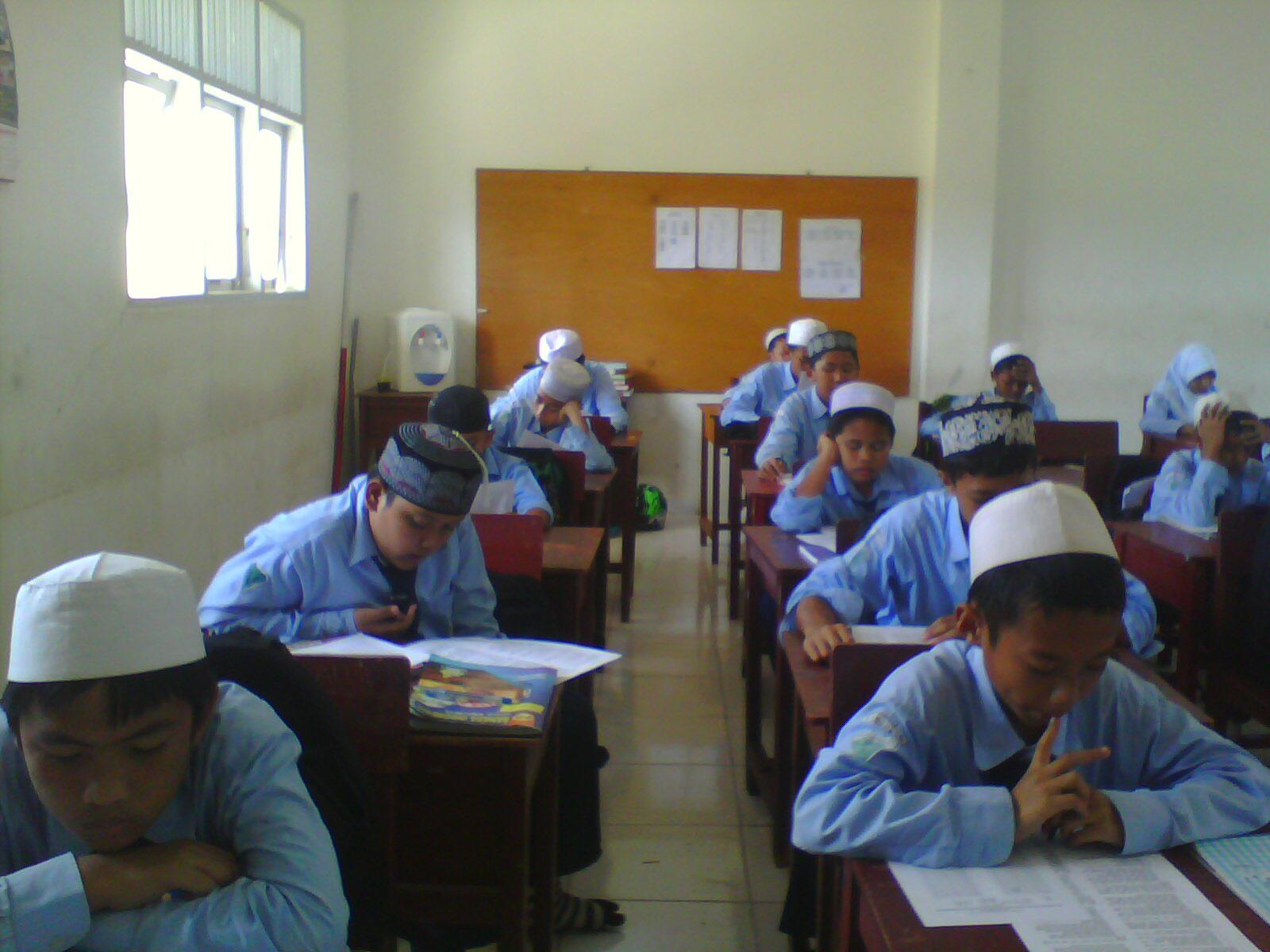 Foto Kelas 7b Waktu Ulangan (Angk.2010)