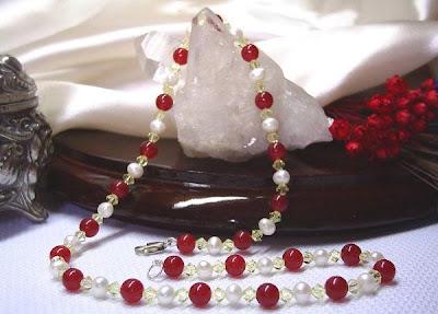 Colar de Pérolas e Jade Vermelho com cristais bicones Swarovski na cor Jonquil