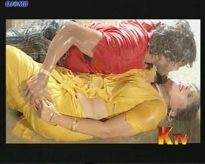 VIDEO FACTORY: Roopini Sexy Rain Song From Selam Vishnu