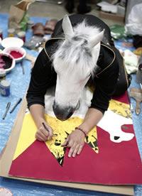 Homem com cabeça de cavalo