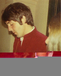 Paul McCartney Went To Los Angeles In June 1968 He Had Some Business Do With Capitol Records It Wasnt A Well Known Trip But Word Got Out Among Fans