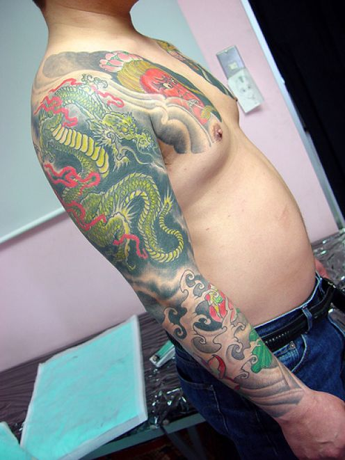 sleeve tattoo ideas stricking tribal lower back tattoo design.