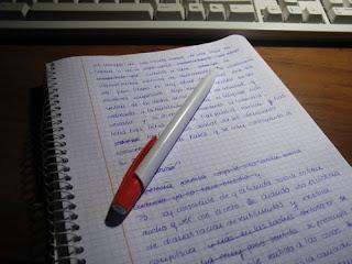 Cuaderno a medio escribir