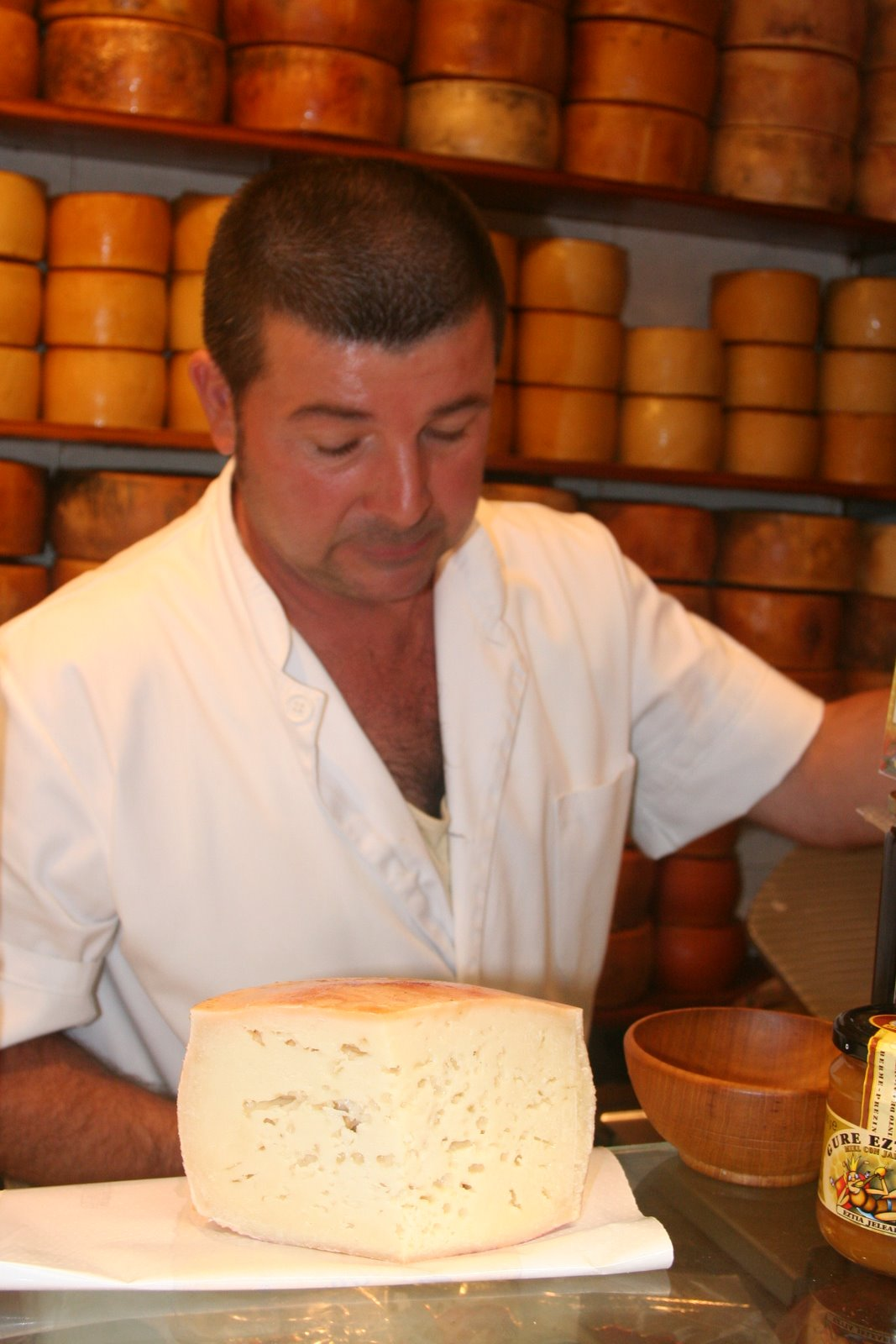 [Zarautz+market+Great+Idiazabal+cheese+IMG_7883.JPG]