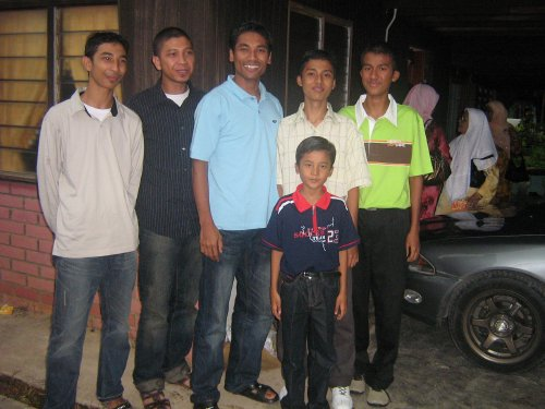 TAKING PICTURE WITH FAUZI NAN SENIOR MALAYSIAN & PERLIS STATE FOOTBALLER
