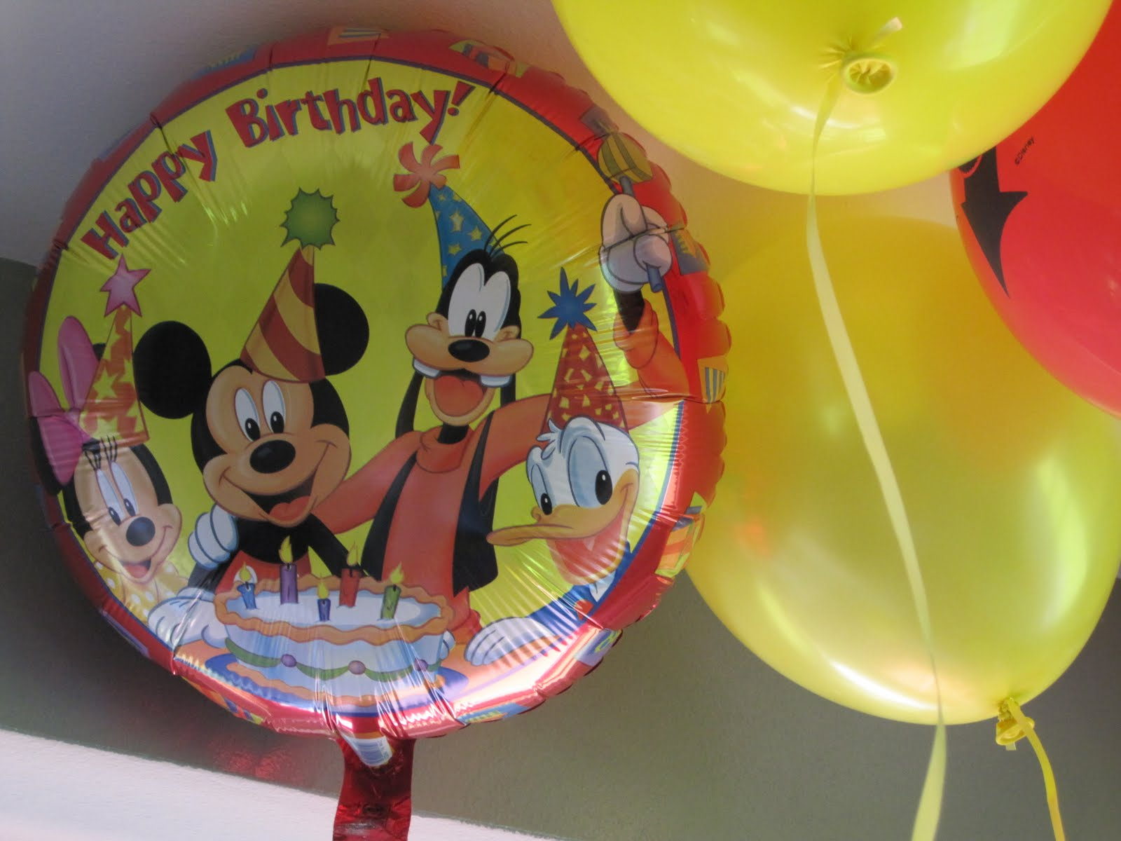 My growing up story kayden 39 s birthday party the decor for Balloon decoration courses dvd