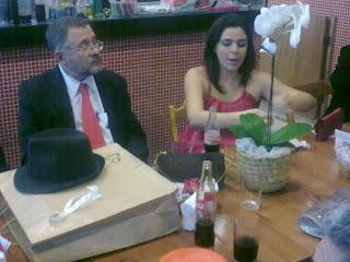 José Carlos Cataldi e Joanna Farah Cataldi numa lanchonete da Tijuca, foto de paparazzo contratado