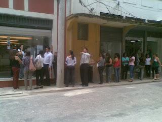 fila no DOM COSTA, 26 de novembro de 2009