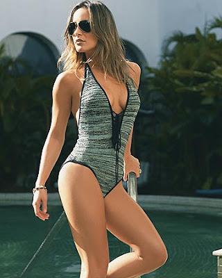 Claudia Leitte pelada ou semi-nua em fotos sensuais
