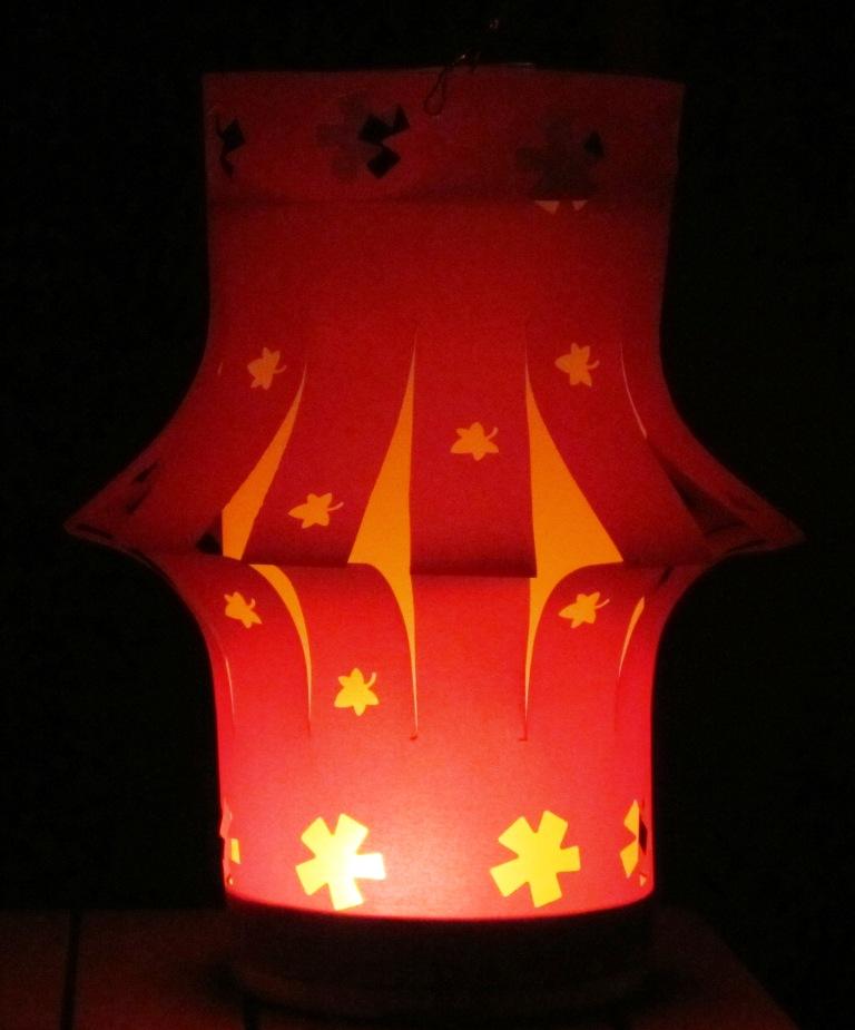 fabriquer lampion papier amazing faire une lanterne chinoise avec des assiettes en carton with. Black Bedroom Furniture Sets. Home Design Ideas
