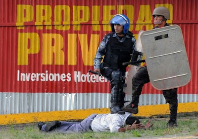 http://4.bp.blogspot.com/_bfit8l4I16c/Sr-Zzgi0N6I/AAAAAAAAFY4/YasBy6nkauM/s400/Represi%25C3%25B3n-en-Honduras-reporteros-independientes_-Julio-2009_.jpg