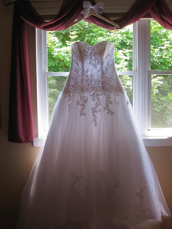 AMY\'S ORIGINAL BRIDAL HANGERS: August 2010