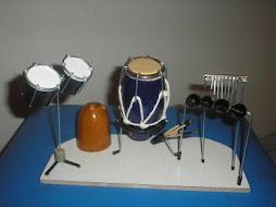 Mini palco de percussão com porta caneta