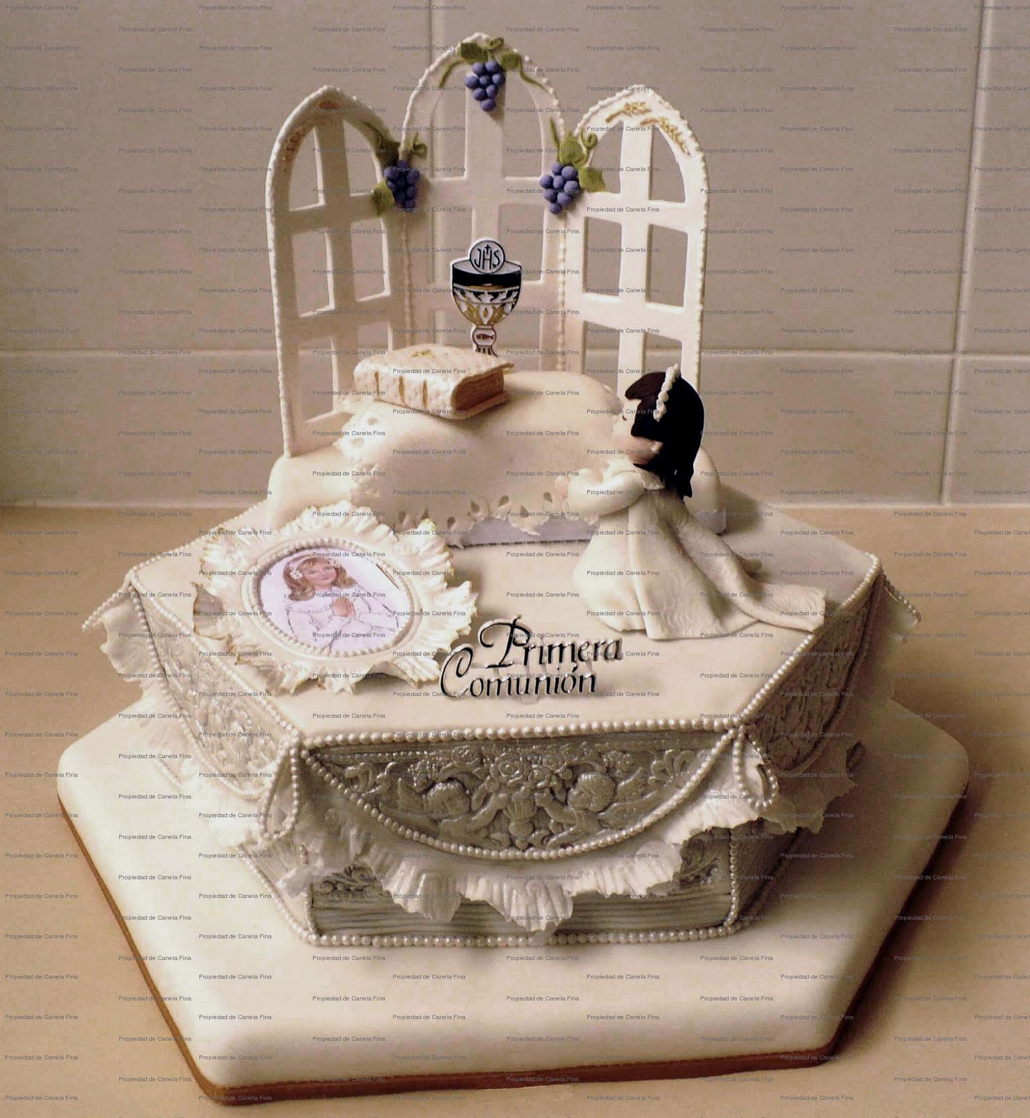 Tortas artisticas en canela fina car interior design for Decoracion de tortas espejo