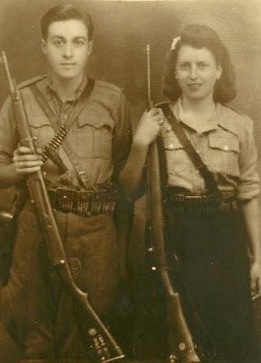 Αντώνης κι η ηρώ με όπλα χαμογελαστοί