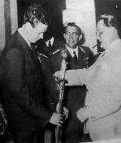 lindbergh_accepting_nazi+medal_hermann goering