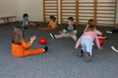 education physique motricit la maternelle les beaux ballons rouges. Black Bedroom Furniture Sets. Home Design Ideas
