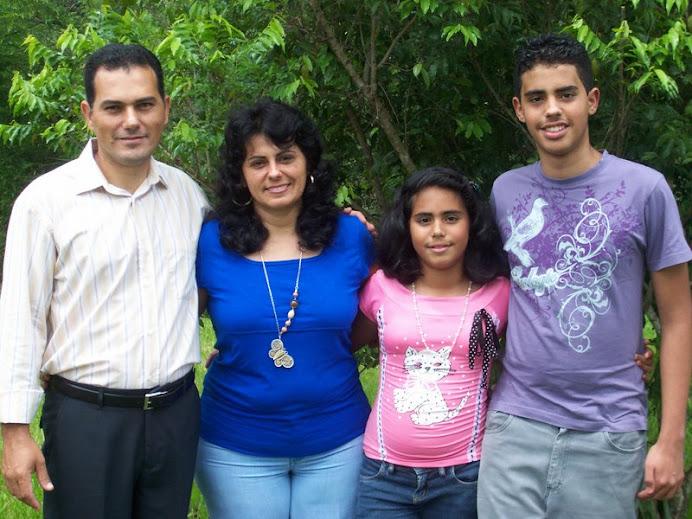 Família do Pr. Elias, Adriana, Davi e Isabele