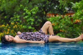 Baju batik cantik bugil