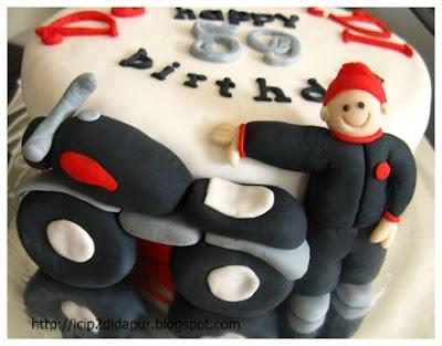 E parabens pro Gil Carioca. Motorcycle+cake+1