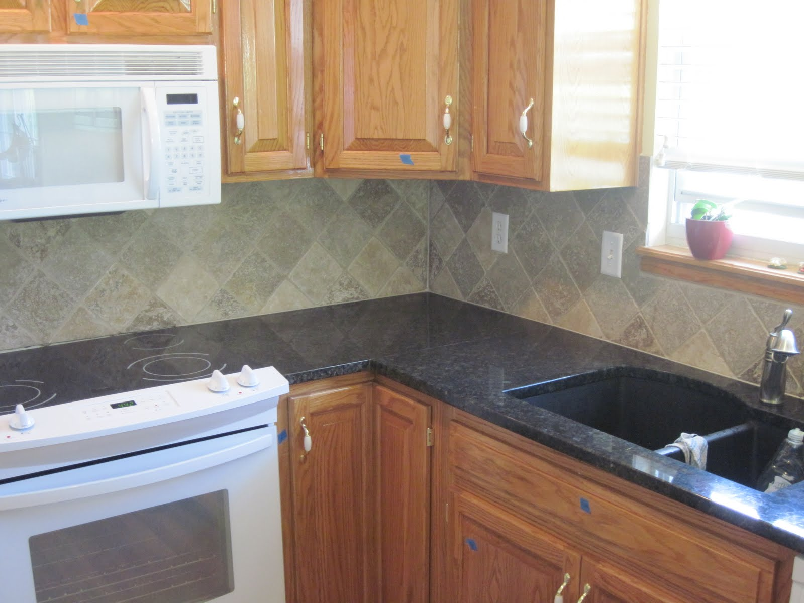 Drennon 39 s custom tile travertine backsplash in a diamond pattern Kitchen backsplash ideas pictures 2010