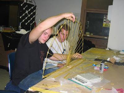 how to build a bridge with spagatti