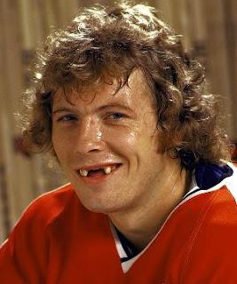 http://4.bp.blogspot.com/_bmK9M0Z_fag/S10YwEis8LI/AAAAAAAAAI4/kWiB6r9XKu0/s320/hockey_teeth.jpg