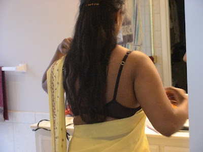 Aunty REmoving Bra In Saree