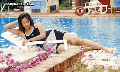 the beautiful tamil actress jyothika is nude shows her shaved pussy