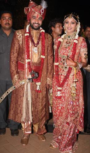 Sunny Deol Wedding http://www.meowlife.blogspot.com/2009/11/shilpa-shetty-raj-kundra-wedding.html