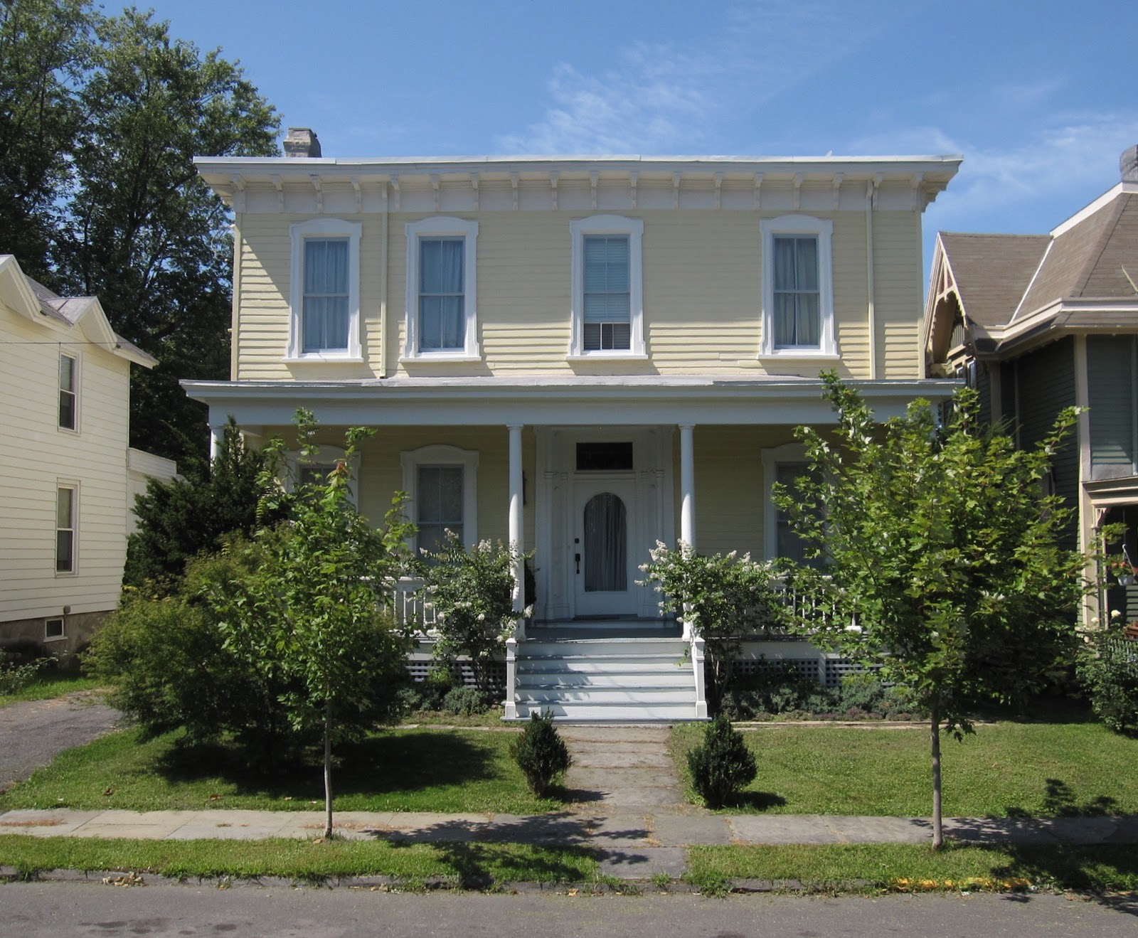 The gossips of rivertown old house tour in hudson for Classic house tour