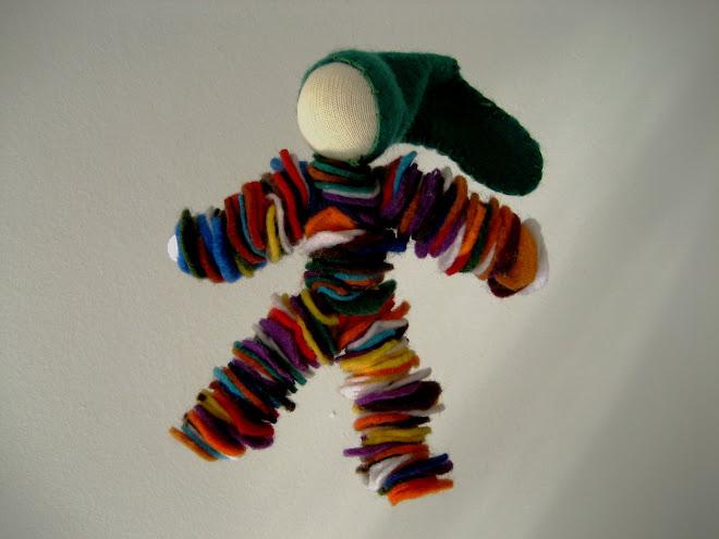 Boneco de Feltro (para pendurar ou brincar).