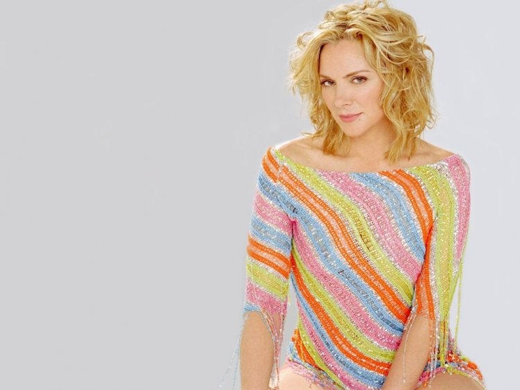 Fashion News Inspired Actress Kim Cattrall Hot Photos