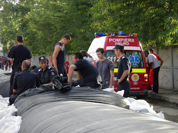 Echipele Apelor Romane, impreuna cu pompierii