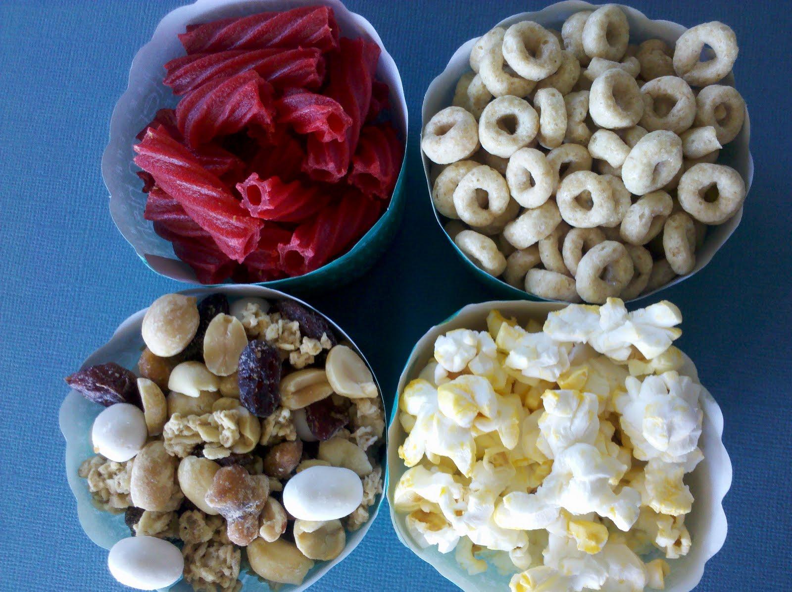 http://4.bp.blogspot.com/_bryxLa-WW5g/TH7bpagO4aI/AAAAAAAADU4/xOZ5YZ5tfBw/s1600/wilton+paper+cups+snacks+02.jpg