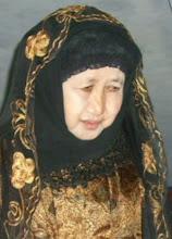 Putri Ke empat yang juga saat ini menjadi Pengasuh PP. Al-Hidayat Putri
