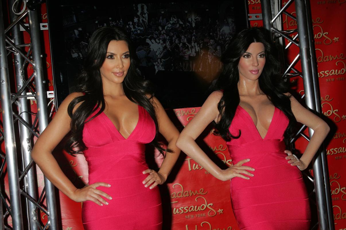 http://4.bp.blogspot.com/_bvCb8nvIuW0/TC4mIB8DPUI/AAAAAAAAFTs/UFW9MvTCt5Y/s1600/kim-kardashian-wax-statue-005.jpg