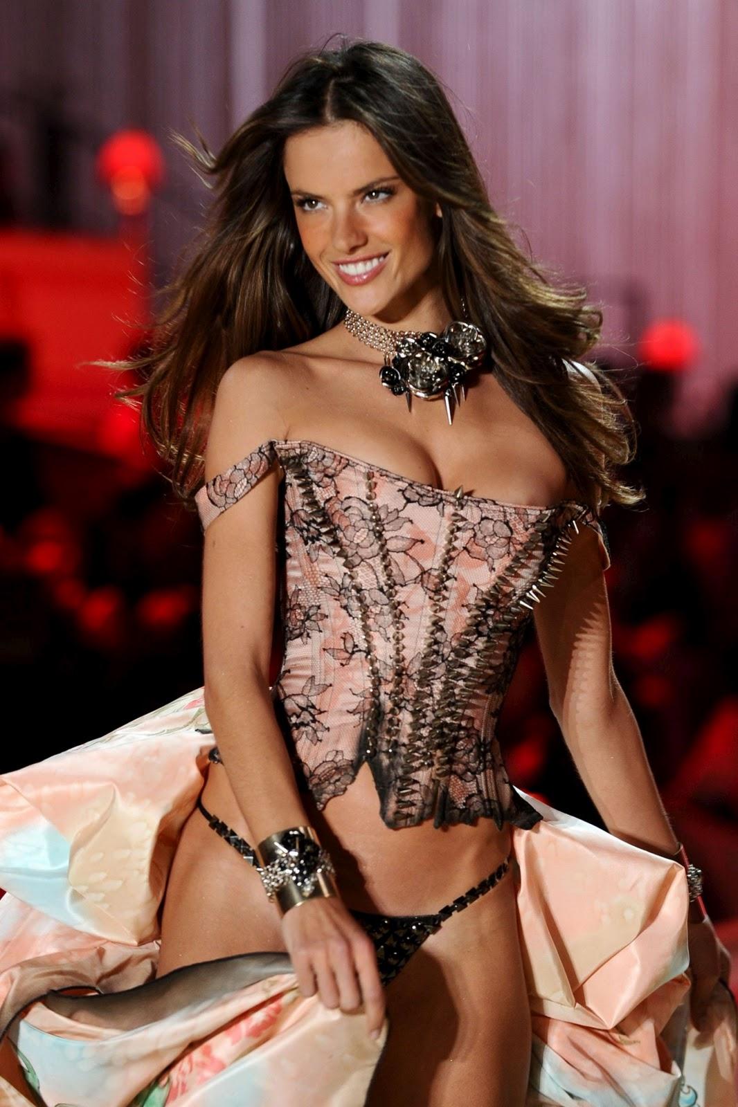 http://4.bp.blogspot.com/_bvCb8nvIuW0/TOFXs8gPMEI/AAAAAAAAH-k/RZ8ujtr96bE/s1600/alessandra-ambrosio-vs-fashion-002.jpg