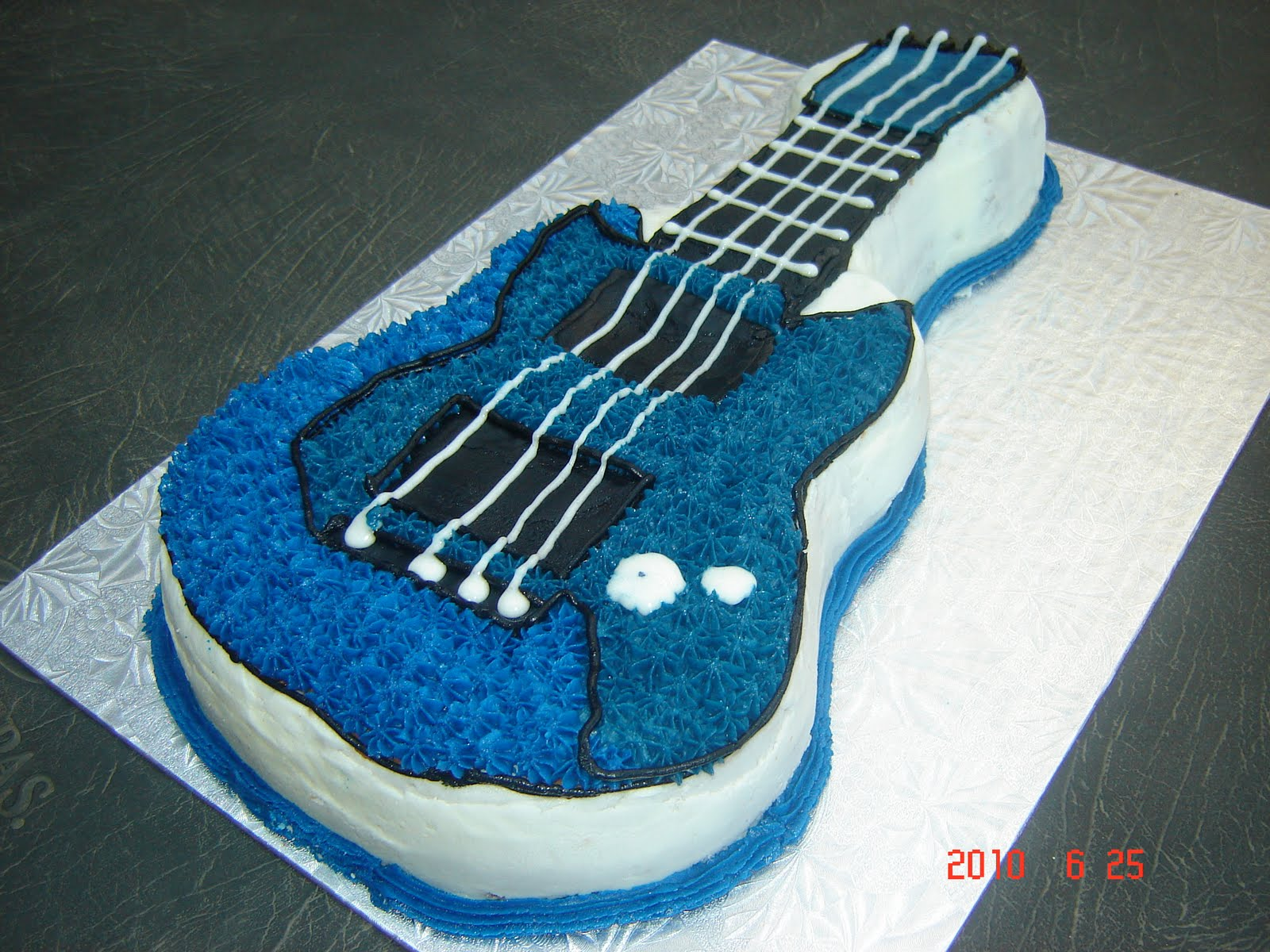My world as a Baker Beautician Mom Guitar Cake