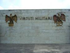 Dos Aguilas en  Mausoleo