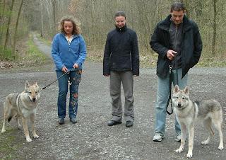 v.l. Bluebell von der Wolfsranch, Else, Katja, Holger und Elja von der Wolfsranch