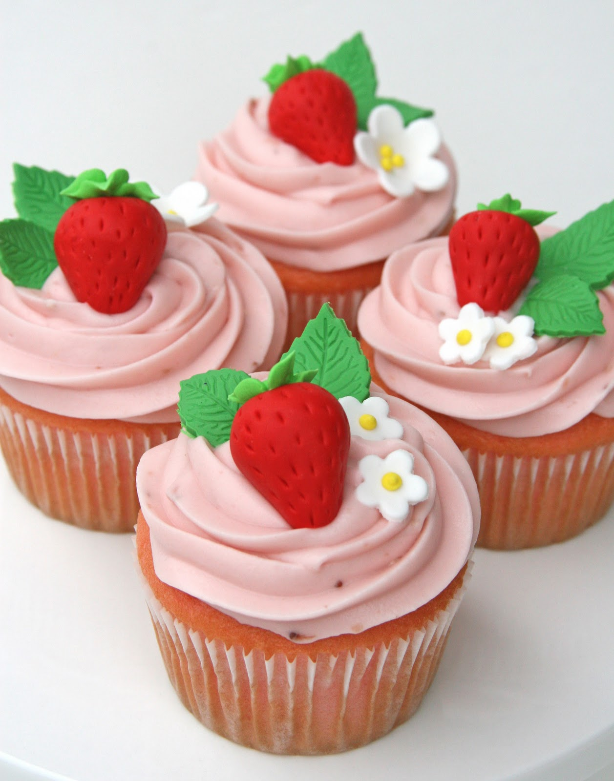... strawberry house from Glorious Treats. Her strawberry cupcakes are