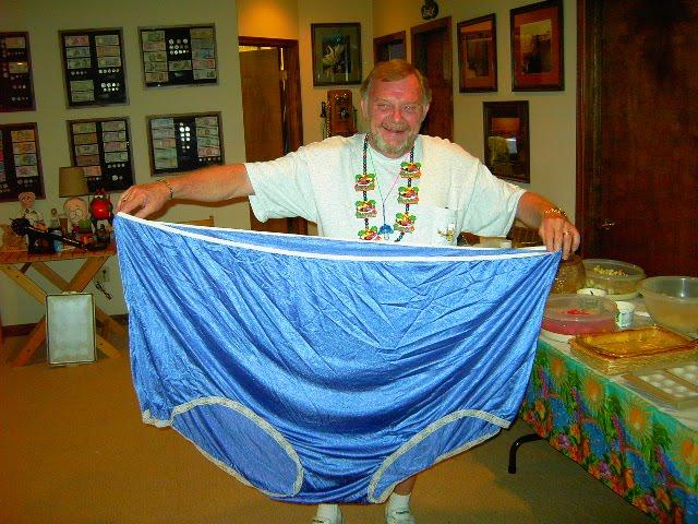 http://4.bp.blogspot.com/_c0pH0KD_QzQ/TAZQpl6Z1tI/AAAAAAAAIc0/NJ3uZaXeGh0/s1600/big_panties1.JPG