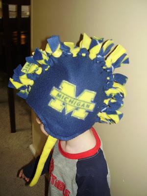 Snazzle Craft: Fleece Mohawk Hat - Tutorial!