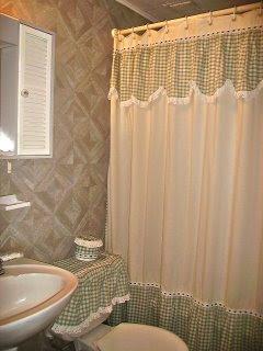 Creaciones lascarina cortina de ba o for Modelos de cortinas de bano en tela