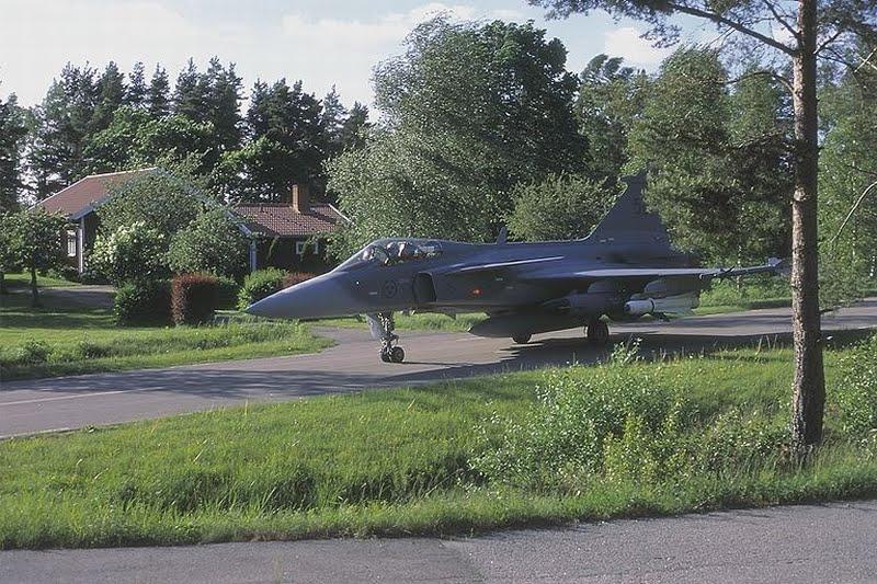 Vídeo: Saab JAS 39 Gripen e suas habilidades